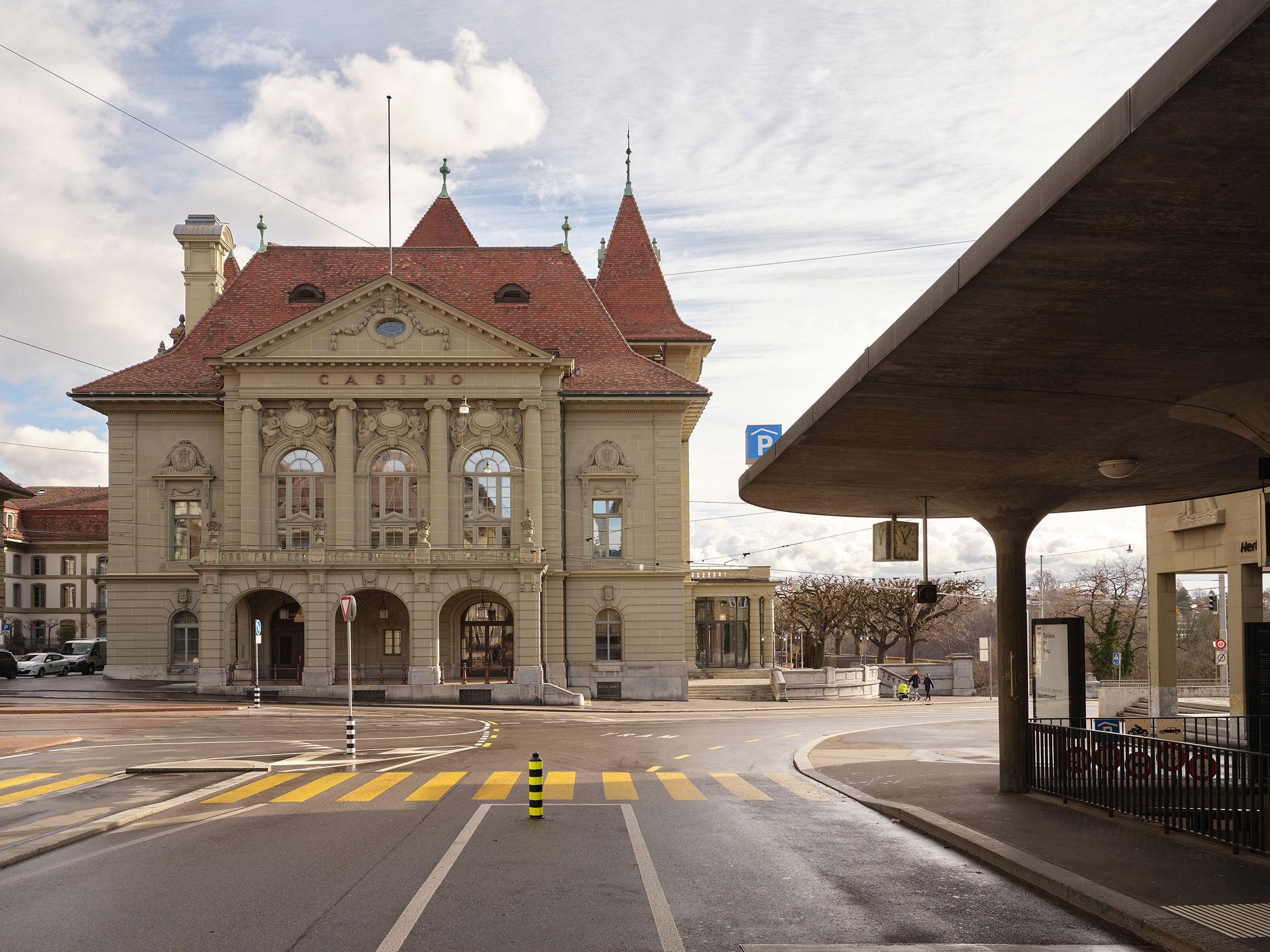 Nulleins Kommunikationsdesign Bern; Signaletik; 2016–2019, Casino Bern; Burgergemeinde; Fassade; Gebäudeanschrift; Casinoplatz 1; Kultur; Kulinarik; Events