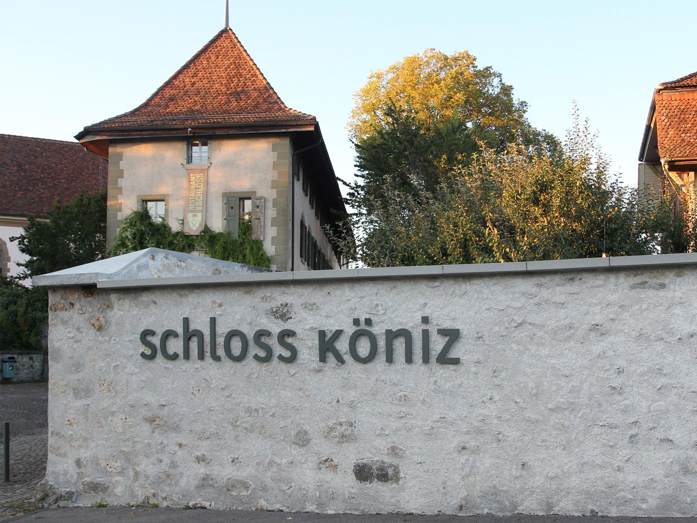 Anschrift Schloss Koeniz Metal Signaletik Branding Front