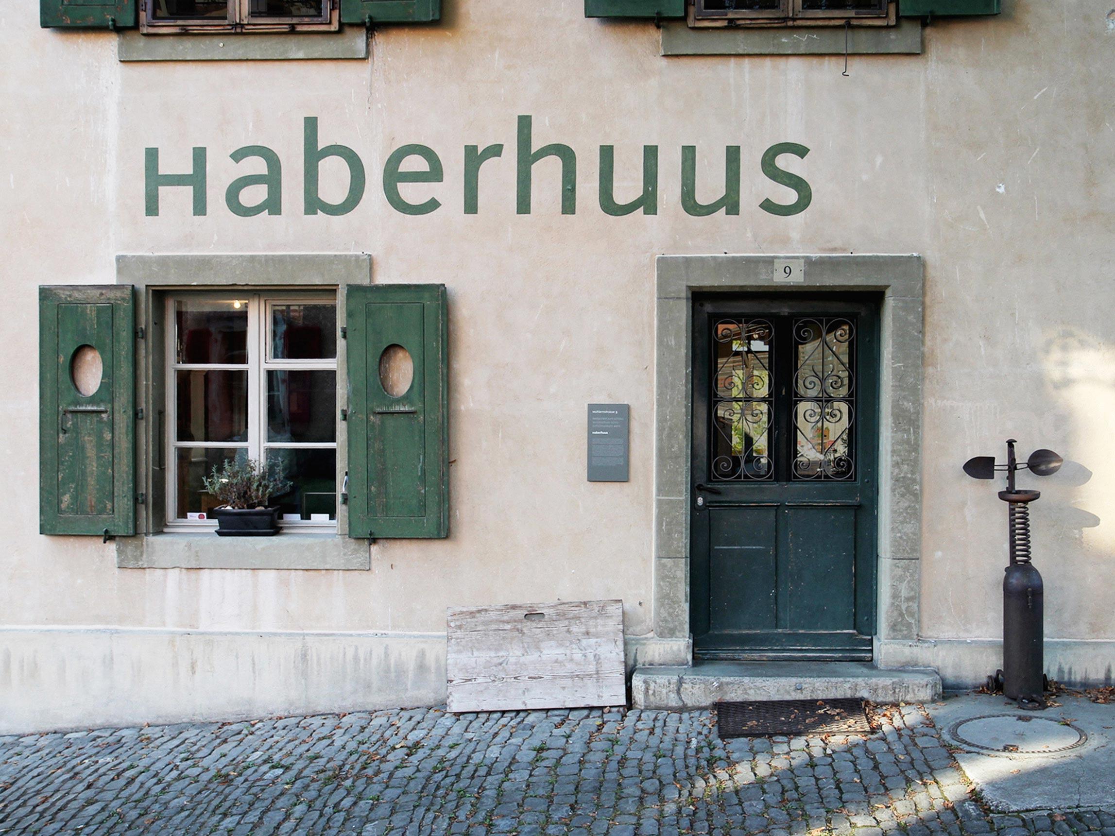 Anschrift Schloss Koeniz Signpainting Signaletik Denkmalschutz
