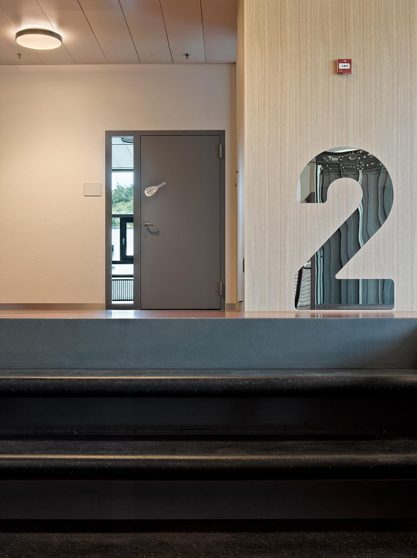 Stockwerk 2 Signaletik Spiegel Schule Battenberg