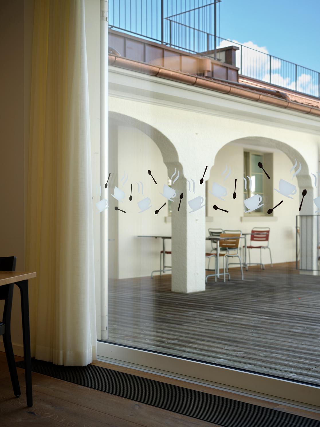 Auflaufschutz im Café des Alters- und Pflegezentrum Kühlewil, Gestaltet von Nulleins im Rahmen des Signaletikprojektes